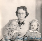 Lois Veidmark and children.